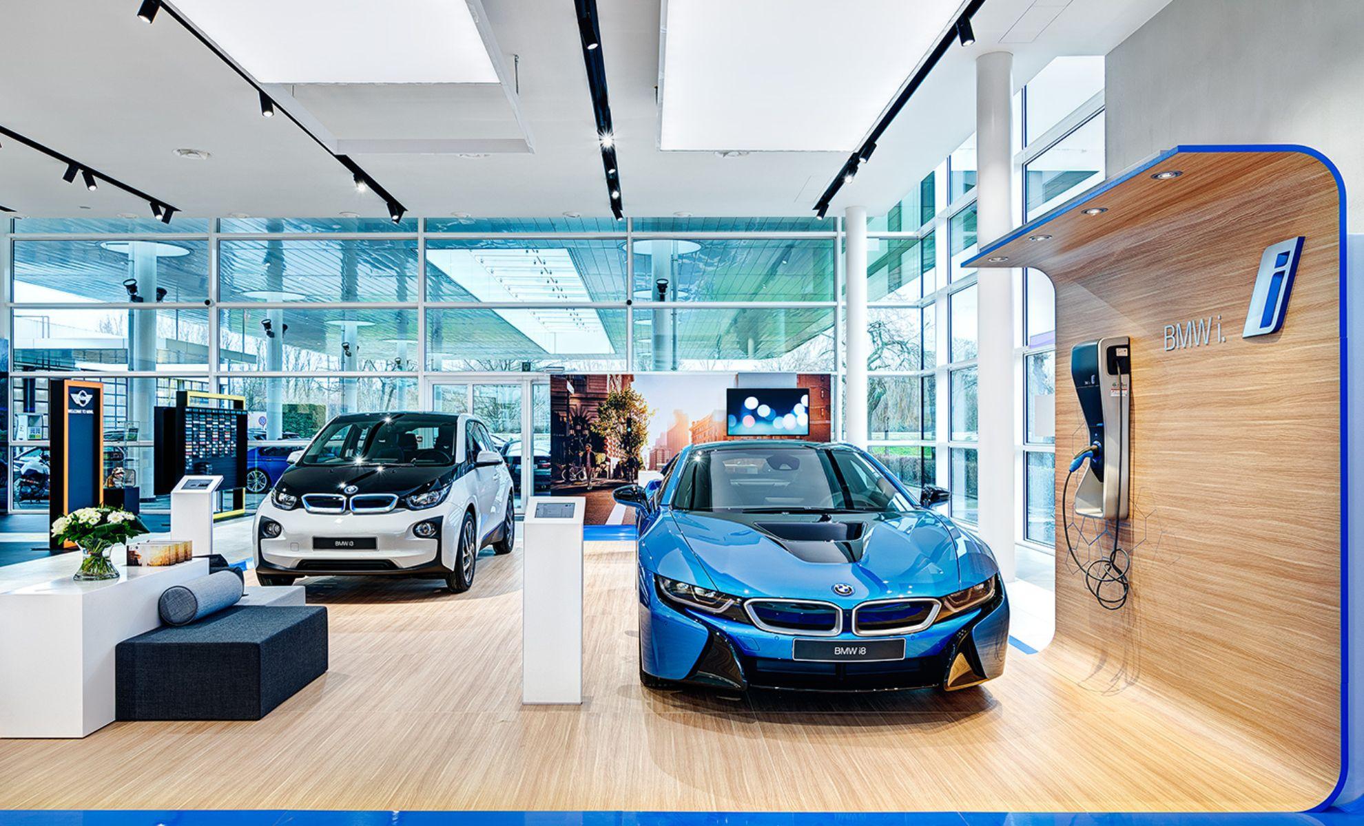 Marketing online cho showroom ô tô: Bí quyết thúc đẩy doanh số tăng trưởng mạnh
